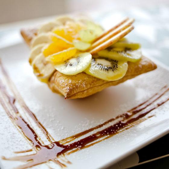 Cestino di sfoglia con crema pasticcera e frutta